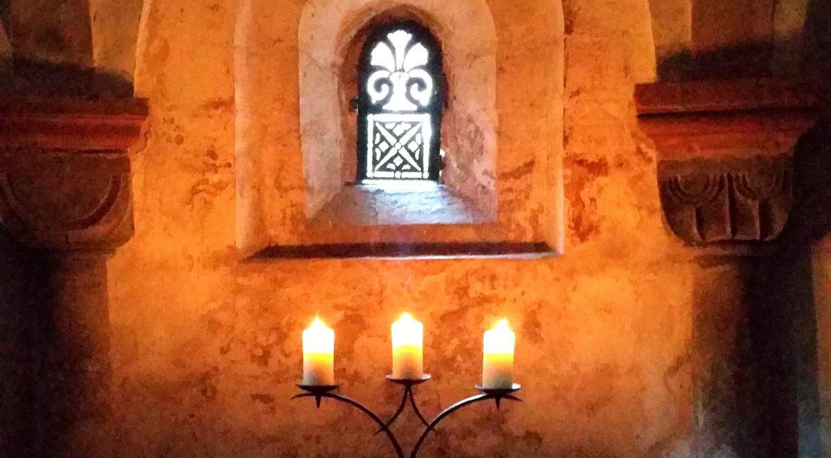 Krypta im Kerzenschein, Foto Susanne Behnke