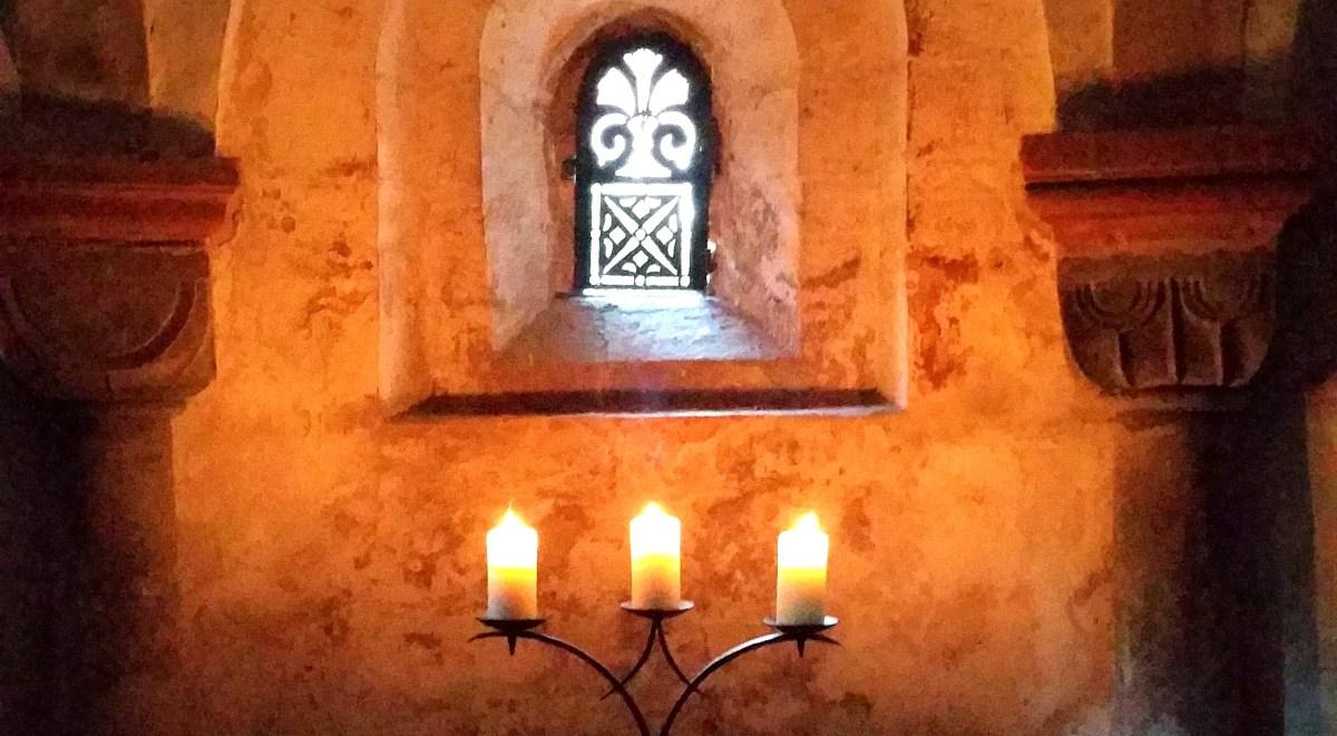 Kerzenschein in der Krypta© Susanne Behnke